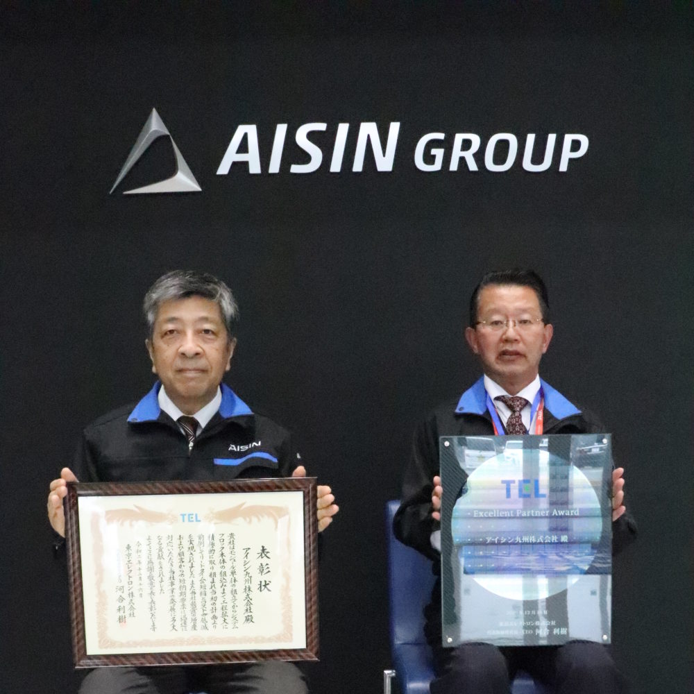 (左)田中社長 (右)電器電子事業部長 瀬戸取締役